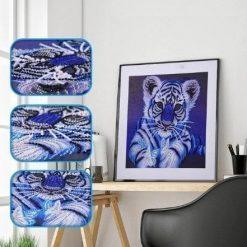 Blå tiger i skinnende sten - Diamond Paint