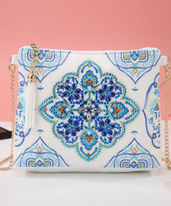 Skuldertaske i diamond paint med blåt mandala-mønster