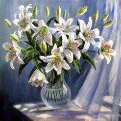 Hvide liljer i vase - diamond paint