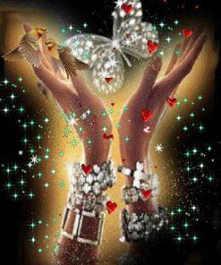 Hænder med klar sommerfugl i diamond paint