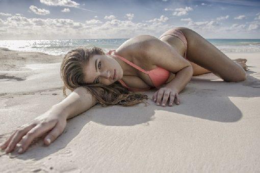 Kvinde på strand i diamond paint
