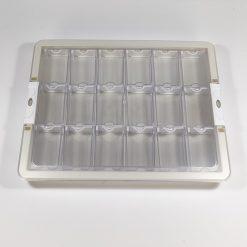 Opbevaringskasse med låg og 18 tic tac-bøtter til diamond paint