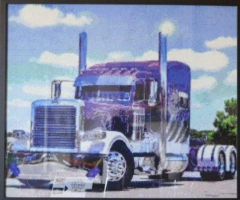 Lilla lastbil i diamond paint - færdigt resultat
